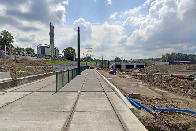 W ramach budowy Trasy Łagiewnickiej powstaje linia tramwajowa z Krudwanowa do ul. Zakopiańskiej. Na większości odcinków nowe torowisko zostało już ułożone.
