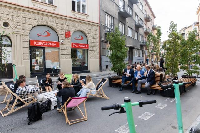 Inauurując Europejski Tydzień Zrównoważonego Transportu w Rzeszowie prezydent Konrad Fijołek zaprezentował instalację, która stanęła na ul. Jagiellońskiej zamieniając ją w deptak