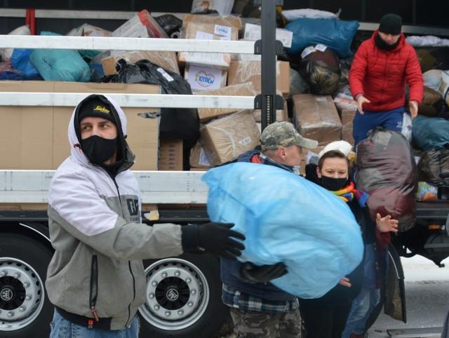 Piotrków pomaga chorwackiej Petrinji - miasto zostało zniszczone w trzęsieniu ziemi. We wtorek do Chorwacji wyjeżdża z Piotrkowa tir z darami zebranymi w ramach zbiórki zorganizowanej przez Stowarzyszenie Dzieci i Młodzieży HARC oraz grupy Pomagamy Dobroczynnie w Piotrkowie i okolicach