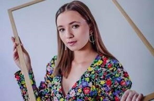 AniKa Dąbrowska, zwyciężczyni II edycji The Voice Kids, opowiada o tym, jak spędza czas koronawirusa. Kiedy powstanie nowa płyta? [WYWIAD]