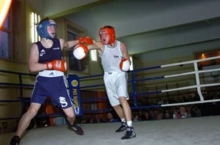 Maciej Adamiak, pięściarz Czarnych Słupsk, wypożyczony do PKB Poznań, wywalczył brązowy medal mistrzostw Polski w boksie.