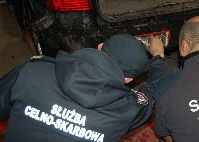 Przemyt ponad 4 tys. paczek papierosów udaremniono na przejściu granicznym w Medyce.