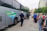 Niesprawnymi autobusami dzieci miały jechać na wakacje. Mogło dojść do tragedii...