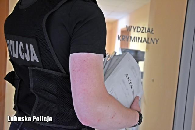 Sprawa kradzieży kasetki z pieniędzmi ze stacji paliw w Bytnicy trafiła do sądu.
