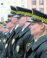 Kraków. Strażnicy miejscy mają być dostępni pod komórkami
