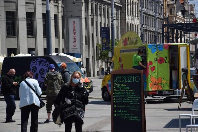Startuje zlot food rucków na rynku w Katowicach