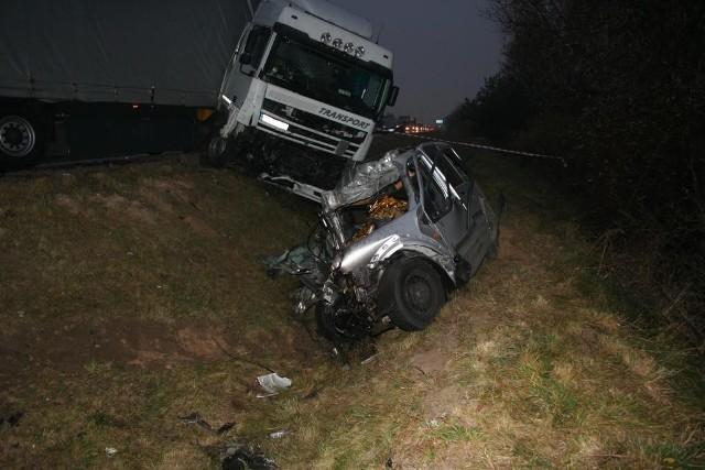 Do wypadku doszło wczoraj (02.11) około 14:30 na drodze krajowej nr 10 w miejscowości Skępe.   Zobacz też: Wypadek TIR-a w Borównie. Kierowca zginął po uderzeniu w drzewo [ZDJĘCIA]
