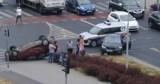 Wypadek w Toruniu. Na  skrzyżowaniu ul. Grudziądzkiej i trasy średnicowej zderzyły się dwa samochody