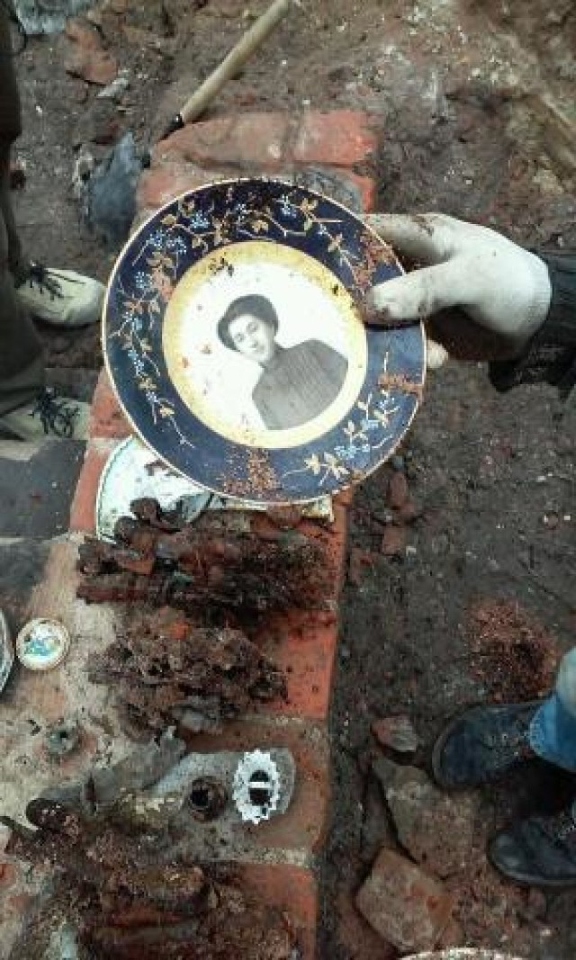 Niezwykłe odkrycie przy Sejmie. Te przedmioty przetrwały wojnę [ZDJĘCIA]