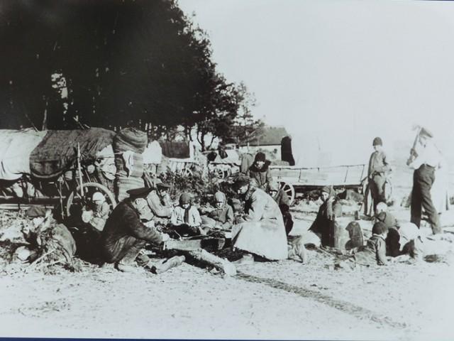W inscenizacji wydarzeń sprzed 100 lat wzięły udział trzy grupy rekonstrukcyjne.