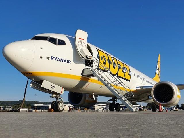 """Flotę BUZZ tworzyły dotąd Boeingi 737-800, a teraz będzie ona poszerzona o Boeingi 737-8200 """"Gamechanger""""  (zwane wcześniej MAX 200). Nowe samoloty mają umocnić pozycję Buzz i Grupy Ryanair w obszarze ochrony środowiska. Nowy samolot może pomieścić o 4 proc. więcej pasażerów niż 737-800, przy mniejszym o 16 proc. zużyciu paliwa i niższej nawet o 40 proc. emisji hałasu."""