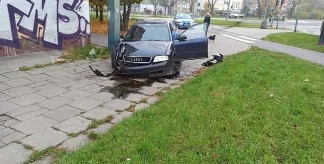 Prawie 3 i ponad 2 promile alkoholu w organizmie mieli dwaj obywatele Ukrainy, którzy w niedzielę (1 listopada) rozbili samochód na sygnalizatorze świetlnym przy rondzie Broniewskiego (u zbiegu ul. Broniewskiego i ul. Niższej). Gdy na miejsce przyjechali policjanci, żaden nie przyznał się do kierowania.   Czytaj więcej na następnej stronie
