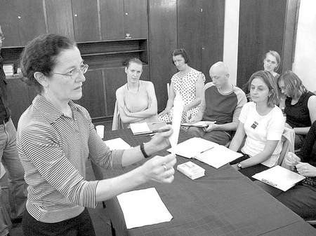 Sharon Friedler, dziekan Wydziału Tańca z Swarthmore College w USA i moderator programu krytyki i teorii tańca podczas piątkowych warsztatów pisania o tańcu w bytomskim ŚTT. LUCYNA USIŃSKA
