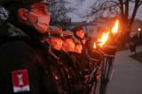 """Dzień """"żołnierzy wyklętych"""" 2021 w Wieluniu. Uroczystość przy pomniku rotmistrza Pileckiego ZDJĘCIA"""
