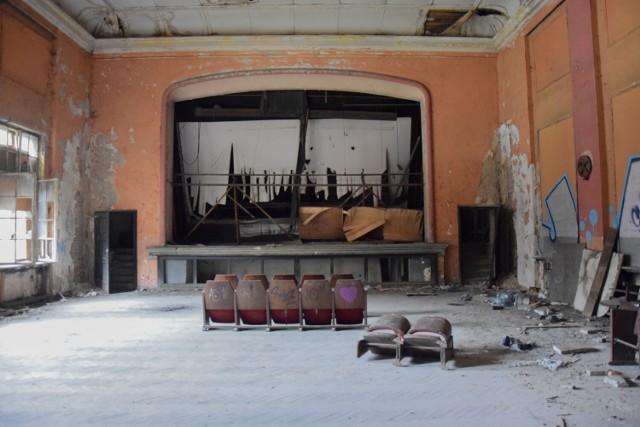 """Aż ciarki przechodzą: oto opuszczone kino """"Uciecha"""" w Czeladzi."""