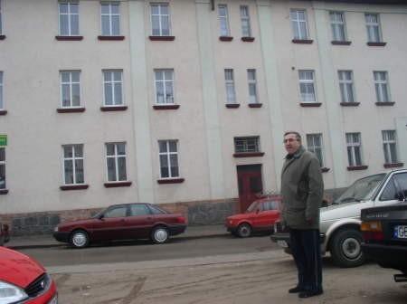 """- Nasz budynek przy ulicy Szkolnej 5 był jednym z pierwszych remontowanych dzięki pomocy Fundacji """"Nasza Wspólnota"""" - mówi Andrzej Sobczak."""