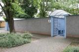 Przez całą pandemię w Międzyrzeczu nie było toalety publicznej. A WC w restauracjach i urzędach niedostępne…