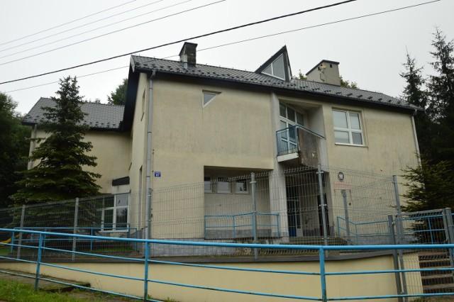 W tym budynku po byłej SP nr 6 na Chełmie powstanie Centrum Opiekuńczo-Mieszkalne