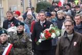 11 listopada w Złotowie w 2019 roku. Złożenie kwiatów  na Placu Paderewskiego