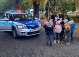 """Malbork, Stare Pole. Dzielnicowi odwiedzili przedszkolaków w ramach akcji """"Bezpieczna droga do szkoły"""""""