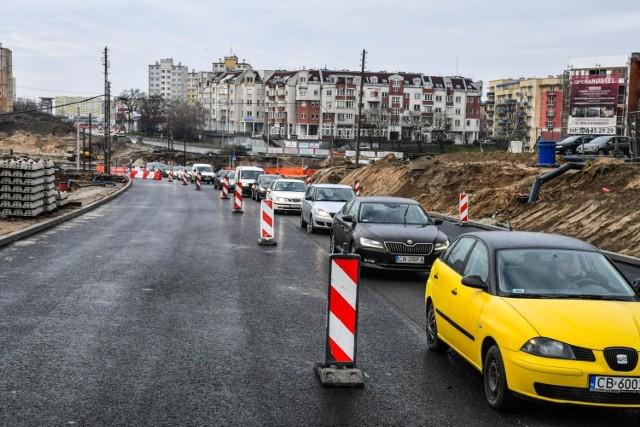 Od kilku miesięcy trwa przebudowa ronda Kujawskiego w Bydgoszczy. Przebudowywane są również przyległe mu ulice, m.in. Kujawska, Wojska Polskiego czy Solskiego.