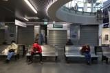 Nowoczesny dworzec Bydgoszcz Główna. Większość lokali handlowych stoi pustych, najemców brak [zdjęcia]