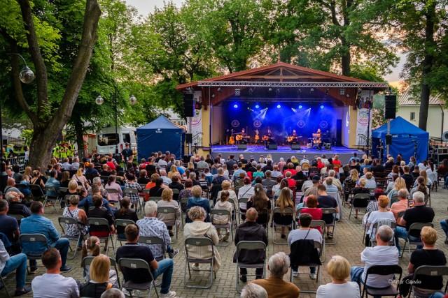 """Tegoroczny festiwal """"Trzymaj Się Zdrów"""" miał kilka odsłon - na Rynku i w amfiteatrze"""