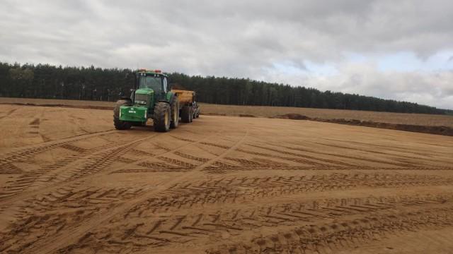 Prace na farmie wiatrowej rozpoczęto od budowy dróg dojazdowych do wiatraków