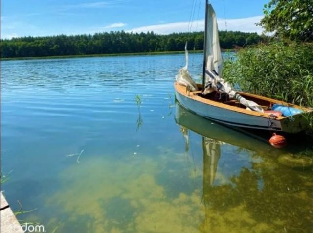 Dom nad jeziorem to jak wakacje przez cały rok. Ale są oferty także dla tych, którym kontakt z naturą wystarczy tylko przez kilka tygodni lub najwyżej parę miesięcy.  Oto domy na sprzedaż nad jeziorem w Wielkopolsce. Przejdź dalej i sprawdź ->>>