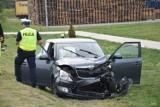 Zderzenie dwóch pojazdów na drodze krajowej nr 32! Cztery osoby trafiły do szpitala  [ZDJĘCIA]