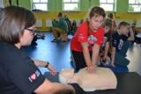 Uczniowie ze Starego Pola przyłączyli się do wielkiej lekcji udzielania pierwszej pomocy