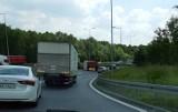 Katowice: Wypadek na wjeździe z trasy DK 86 w autostradę A4. Na drogę przewróciła się naczepa