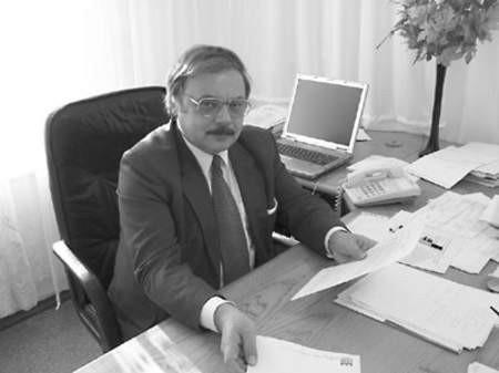 Adam Pierwocha rozpoczął urzędowanie od zapoznania się z dokumentacją spółki.
