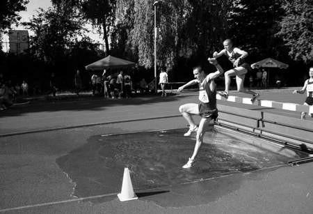 Kamil Kieca (nad płotkiem) i Radosław Góral mają szanse na występ w olimpiadzie na podstawie listy krajowej.   / KRZYSZTOF SULIGA