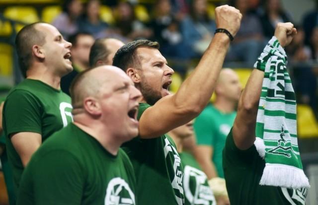 Ze względu na pandemię koronawirusa kibice koszykarzy Stelmetu Enei BC Zielona Góra w ograniczonej liczbie mogli przyjść na pierwszy w nowym sezonie mecz Energa Basket Ligi rozegrany w hali CRS. Ale i tak fani zastalowców świetnie się spisali i pomogli swojej drużynie w zwycięstwie (98:83) nad Legią Warszawa. Zobaczcie w naszej GALERII, jak wspieraliście Stelmet w hali CRS >>>>
