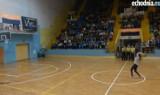 Zobacz niesamowity rzut młodej kielczanki na meczu koszykówki
