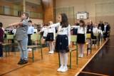 Uczniowie klas pierwszych ze skarżyskiej Trzynastki rozpoczęli rok szkolny [ZDJĘCIA]