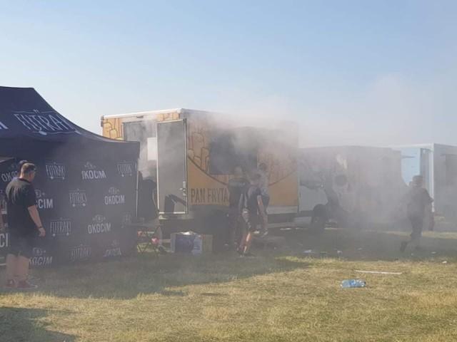 Wybuch i pożar food trucka na Błoniach Nadwiślańskich w Grudziądzu