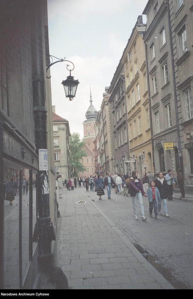 Ulica Świętojańska - widok w kierunku Zamku Królewskiego, 1996 rok