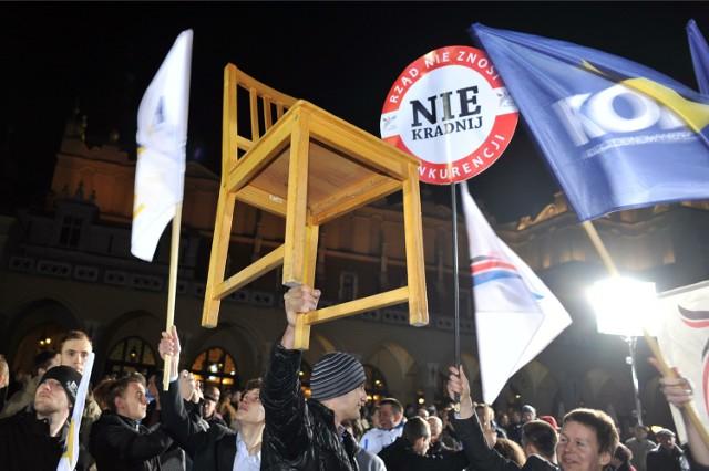 Demonstracja przeciwników prezydenta Komorowskiego.