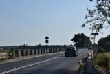 Remont mostu na kanale ulgi w Śremie potrwa najprawdopodobniej dłużej niż planowano. Powodem jest plan na dodatkowe prace drogowe