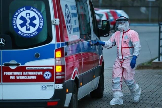 W Polsce od początku pandemii zmarło w związku z koronawirusem 1 551 osób.