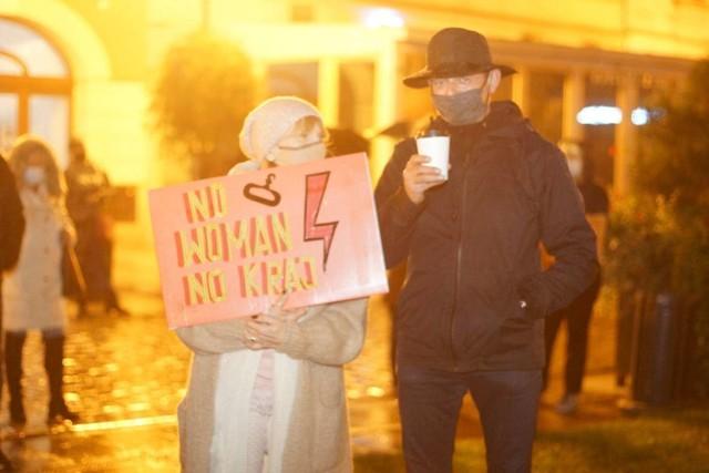 Strajk Kobiet w Kaliszu. Najciekawsze hasła i banery na protestach