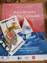 """Biblioteka w Starej Kiszewie bierze udział w programie """"Mała Książka - Wielki Człowiek"""". Na najmłodszych czytelników czekają niespodzianki"""