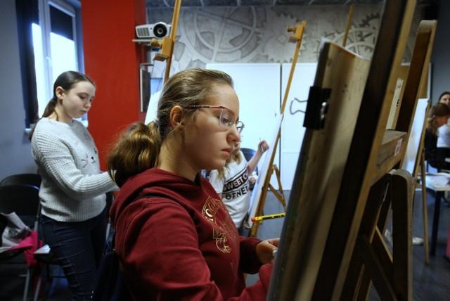 Ferie 2020. Warsztaty artystyczne - rysunek i malarstwo w ODA w Piotrkowie