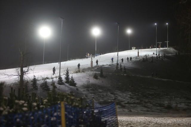 Na Górce Środulskiej w Sosnowcu wyciągi już działają. Są trzy trasy narciarskie i