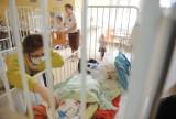 Coraz więcej dzieci w szpitalach. Infekcja rozkłada całe rodziny. W Lublińcu też widać wzrosty