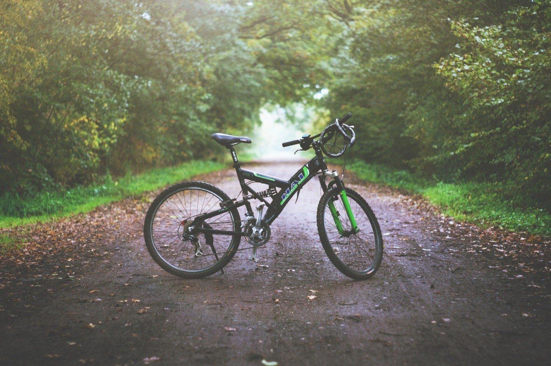 Czy można jeździć na rowerze, kiedy szaleje koronawirus? Co oznacza zakaz wychodzenia z domu? Czy można spacerować lub biegać? Wyjaśniamy! | Brzesko Nasze Miasto