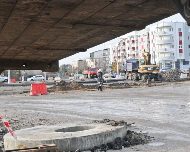 Agnieszka Kobus-Pęńsko, rzecznik prasowa toruńskiego MZD: - Trzeba jednak sprawdzić, czy wytyczenie w tym miejscu tymczasowego parkingu jest w ogóle możliwe. Mówimy przecież o placu budowy.