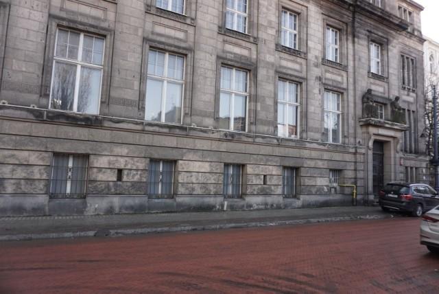 Dawny budynek bankowy z 1911 roku przy ul. Roosevelta 15 w centrum Łodzi to ciekawy przykład wczesnego modernizmu. Wewnątrz zachowały się niektóre elementy dawnego wyposażenia. Pierwotnie był tam bank Towarzystwa Wzajemnego Kredytu Przemysłowców Łódzkich
